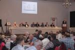 Vorstandsprüfer Herr Schulze präsentiert Prüfungsergebnisse